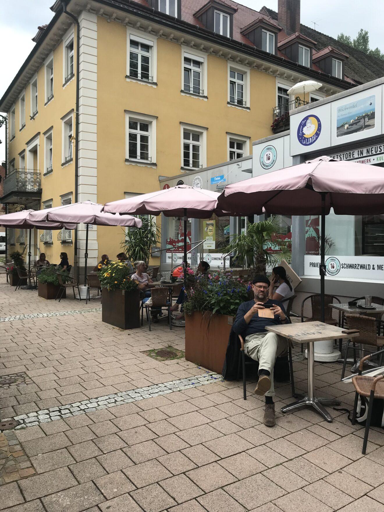 Nur ein Strassencafé? Mitnichten.